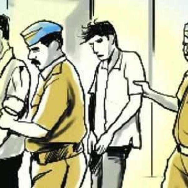वाहनचालकांच्या डोळ्यात मिरची पुड टाकुन लुटमार करणार्या टोळीला, भारती विद्यापीठ पोलीसांनी केले जेरबंद,  भारती विद्यापीठाचे पोलीस अंमलदार आकाश फासगे यांची कामगिरी